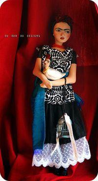 Frida_standing