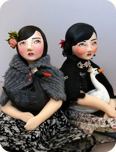 Sitting_art_dolls