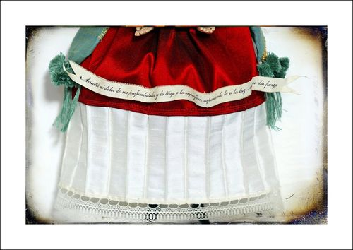 Frida_skirt_and_banner